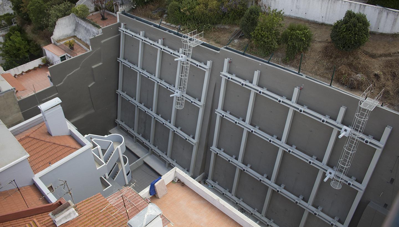 Reforço e reconstrução de muros Rua Damasceno Monteiro