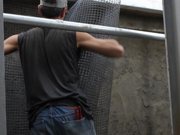 Flexibilidade em espaços muito apertados de colocação da malha de fibra de carbono Armo-mesh®